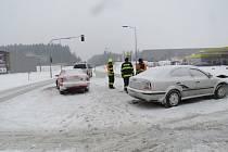 Svědci sobotní nehody u hotelu Tři věžičky v Jihlavě Červeném Kříži se mají přihlásit policii.