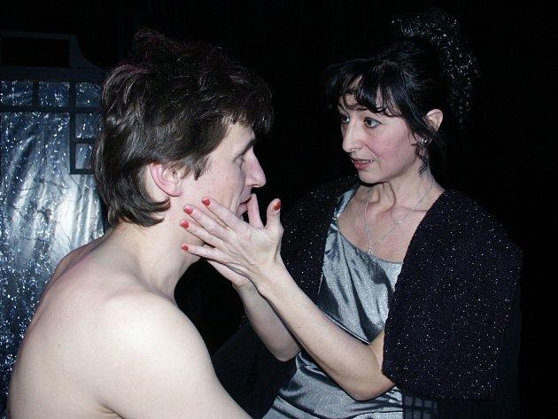 O setkání spisovatele Williama Shakespeara a anglické královny Alžběty I. vypráví divadelní hra Básník a královna. V hlavních rolích se představí Jakub Škrdla a Ludmila Forétková.