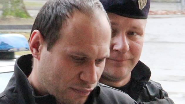 K jednomu z nejzávažnějších trestných činů na Žďársku došlo loni v Unčíně. Libor Mráz (na snímku) tam málem ubil ženu, která si ho najala na zednické práce. Násilník vyfasoval osmnáctiletý trest.