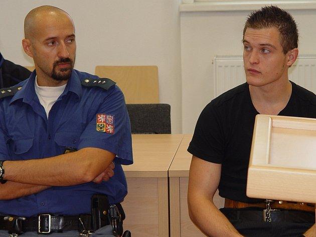 Teprve jednadvacetiletý Ladislav Norek se chtěl stát zločincem, a tak se jím i stal. Za loupeže dostal deset a půl roku, teď mu hrozí další trest, za žhářství.