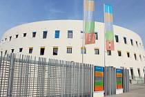 Uměleckoprůmyslové muzeum. Pětipodlažní budova má kruhový obvod kolem vnitřní čtvercové základny. Je vybavena nejmodernějšími technologiemi.