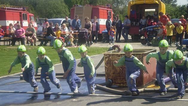 V neděli se konala v hasičském areálu v Pavlově soutěž mladých hasičů v požárním útoku.