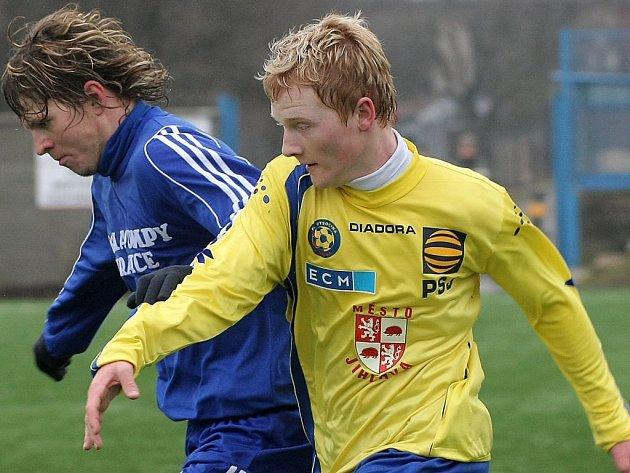 Útočníkům Jihlavy se dařilo. Vysočina rozstřílela Olomouc B 6:0. O první gól se postaral Rostislav Šamánek (ve žlutém).