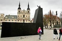 Na Masarykově náměstí v Jihlavě nyní vyrostla továrna. Jedná se o symbol Mezinárodního festivalu dokumentárních filmů, jehož osmnáctý ročník začíná právě dnes. Festival letos nabízí 266 filmů, město opět navštíví řada významných filmových tvůrců.