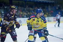 Hokejisté Přerova (ve žlutém) nestačili na jihlavskou Duklu.