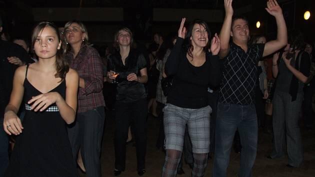 Sobotní setkání žilo kromě zábavy, hudby, tance a soutěží v duchu kostek a kostiček.