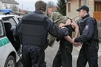 Podnapilého výtržníka zadržela policie a převedla na služebnu
