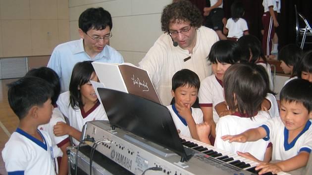 Jihlavský rodák žije už deset let v Japonsku, kde jako hudebník sklízí úspěchy.