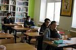 Po dvouměsíční pauze se vrátili do školních lavic deváťáci. Ilustrační foto
