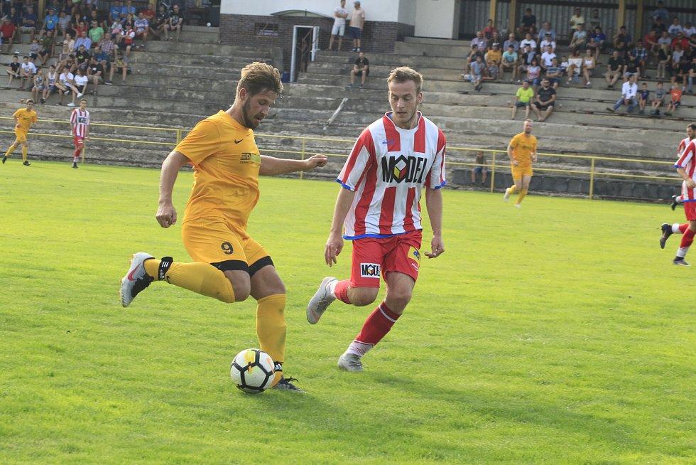 V Lukách nad Jihlavou se sešlo díky pouti na fotbalovém stadionu 254 fanoušků, kteří mohli sledovat, jak domácí otáčí zápas s Moravskými Budějovicemi a vítězí 3:2.