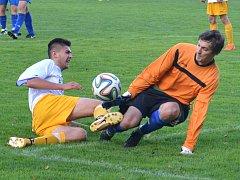 Fotbalisté Luk nad Jihlavou (v bílých dresech) derby ve Velkém Beranově zpackali a domů si odvezli ostudnou porážku 1:8!