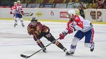 Hokejisté Dukly Jihlava (ve vínovém) i Horácké Slavie Třebíč si ve středu připsali na své konto další tři body.