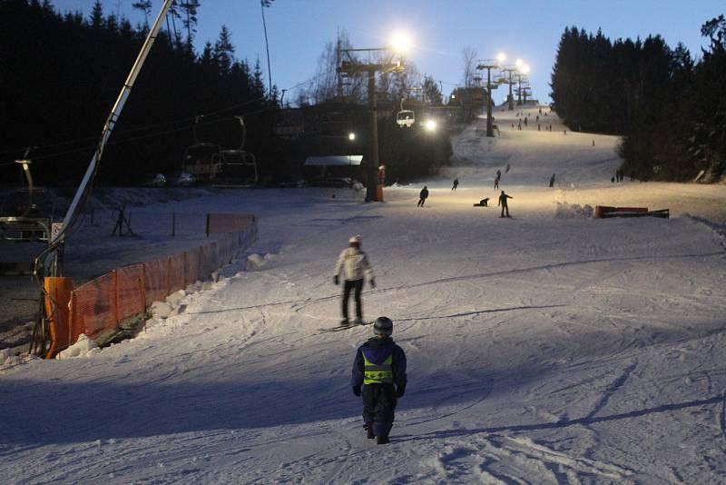 Zájem o lyžování byl v první den sezóny 2019/2020 značný.