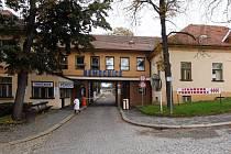 Nemocnice Třebíč se utápí dalšími problémy. Už několikátý problém musí řešit vedení kraje, který zdravotnické zařízení ve druhém největším městě Vysočiny zřizuje.