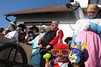Na konci masopustu chodí v Hodicích průvod maškar rok co rok více než patnáct let. Masky se scházejí v patře u hasičů, kde si dají menší občerstvení. Venku před garážemi si od starosty přeberou masopustní právo a vyrážejí na cestu ke všem sousedům.
