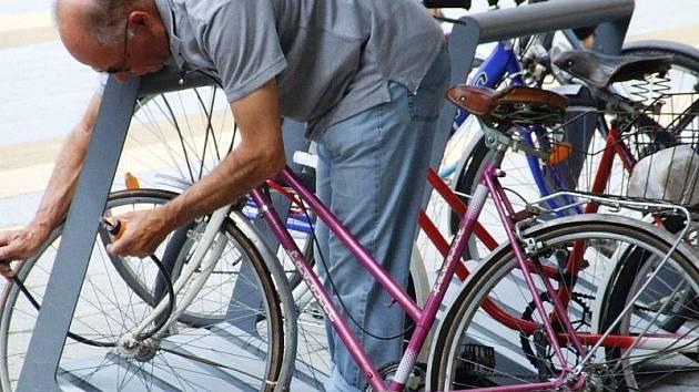 Ilustrační foto. Na Jihlavsku se letos ztratilo už čtyřicet sedm kol. Jejich majitelům nepomohly ani řetězové či lankové zámky, kterými svá kola zabezpečili.