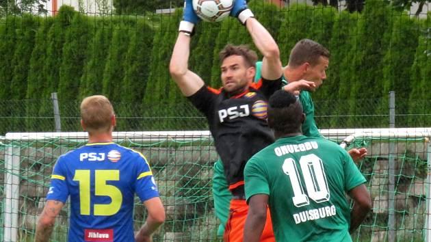 Brankář Jan Hanuš odchytal proti Duisburgu hodinu hry a branku neinkasoval. Po hromadném prostřídání se ale soupeř dvakrát prosadil a výsledek utkání otočil.