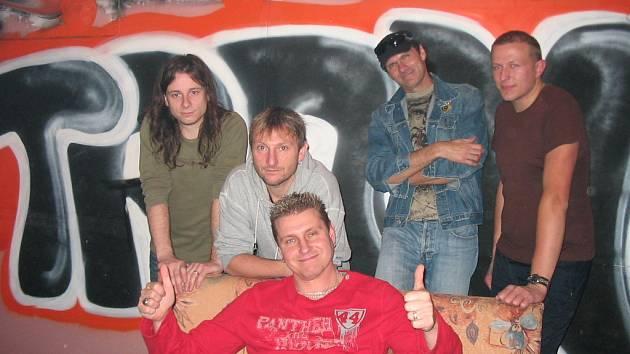 Skupina Morava je zpátky a už má za sebou vystoupení v jihlavském klubu Trane. V listopadu zahrají v Trnavě na Třebíčsku a opět v Tranu.