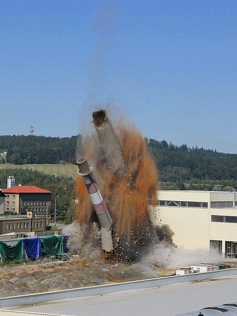 Druhý nejvyšší komín v kraji poslala k zemi exploze.
