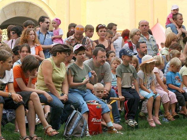Na odpolední představení i noční prohlídky hradu v sobotu do Polné zamířily stovky lidí.
