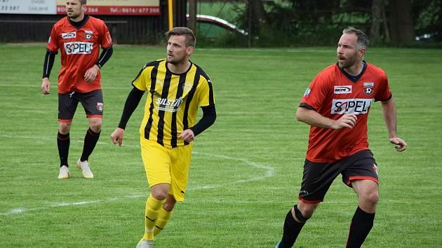 Domácí výběr Sapeli Polná (v červeném) porazil Bedřichov, který nasadil takřka dvě rozdílné jedenáctky, jasně 5:2.