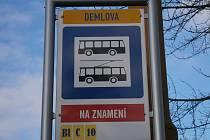 Zastávka Okružní se od Nového roku jmenuje Demlova.