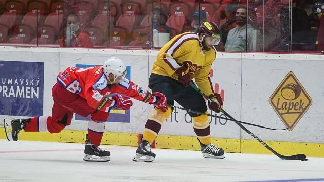 Jihlavští hokejisté (ve žlutém) změří síly s Havlíčkovým Brodem.