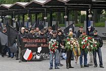 Takhle vyráželi neonacisté v roce 2009 na pochod z jihlavského autobusového nádraží. Daleko ovšem nedošli pochod byl zrušen tajemníkem magistrátu Dohnalem.