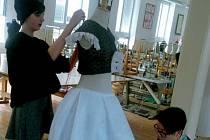 V ateliérech Střední uměleckoprůmyslové školy Jihlava Helenín probíhají přípravy na soutěž mladých módních tvůrců Avantgarda 2015. Letos se do soutěže zapojí šest helenínských žáků pod vedením učitelky Miloslavy Svobodové.