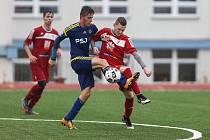 Ve víkendovém 16. kole dorostenecké divize D uhráli hráči Velkého Meziříčí (v červeném) tři body, mužstva béčka Jihlavy získala o bod víc.