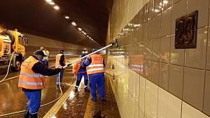 Exkluzivně: Podívejte se, jak se čistí silniční tunel v Jihlavě