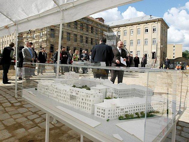 Projekt Jihlavské terasy nebude zahrnovat jen dům pro seniory. V komplexu pracovníci budují i lékařský dům, školicí centrum nebo bydlení se sociálním zaměřením.