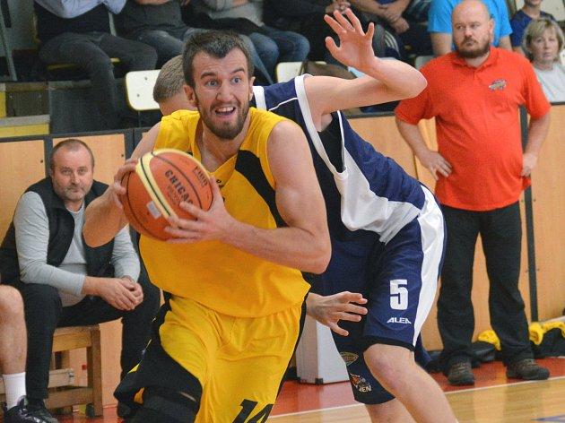 Účast Pavla Číhy (s míčem) v pátečním duelu s GBA není podle jihlavského trenéra jistá.