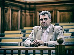 Ve středu 11. dubna zvolil Akademický senát VŠPJ rektorem školy MUDr. Václava Báču.