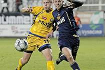 Na podzim se kouči Luboši Urbanovi podařilo zapracovat do základní sestavy mladíky Matěje Vydru (ve žlutém) a Stanislava Tecla. A oba patřili mezi nejlepší hráče týmu.