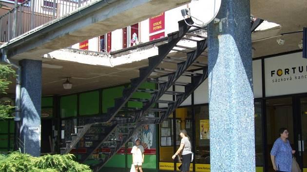 Obchodní centrum na Březinkách získá další schody.