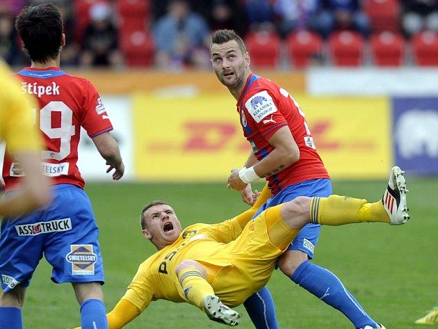 Muris Mešanovič (ve žlutém) přišel do Jihlavy s pověstí střelce. Nejprve ji naplňoval, v první lize se však dlouho nemohl prosadit. Ztracené sebevědomí nacházel na podzim při hostování v Dunajské Stredě, v neděli se dočkal první české ligové trefy kariéry