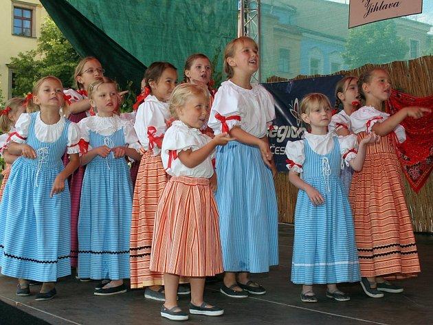 Folklorní léto. Šestá mezinárodní přehlídka folklorních souborů se uskutečnila v Jihlavě.