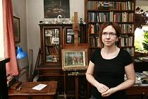 Marta Veselá Jirousová žije v domě, který postavil její dědeček v padesátých letech dvacátého století, od svých pěti let. V domě se vždycky malovalo, hodně četlo i muzicírovalo.