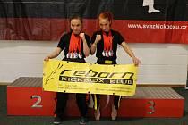 Medailové žně. Reborn klub byl úspěšný. Medaile na krku Žanety Tomkové (vlevo) a Johanky Káčerové to potvrzují.