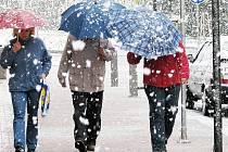 Výstraha se týká silného větru a tvorby sněhových jazyků. Nad 500 metrů má sněžit.