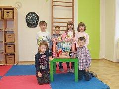 Na fotografii jsou žáci 1. třídy Základní školy v Urbanově. V letošním roce nastoupilo 6 prvňáků. Příště představíme prvňáky ze Základní školy v Kamenici.