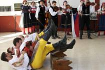 Pramínek tvoří muzikanti a tři taneční soubory rozdělené podle věku. Zpívají všichni, protože jak říká vedoucí souboru Míla Brtník, folklorista, který neumí zpívat, není folklorista.