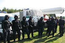 Henčovské letiště patřilo v úterý složkám integrovaného záchranného systému, tedy policii, hasičům a záchranářům.