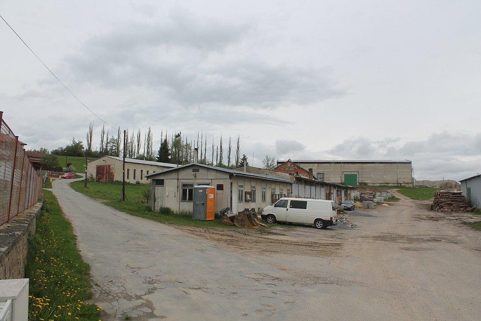 Areál bývalého JZD obec postupně odkupuje, v budoucnun s ním má velké plány.