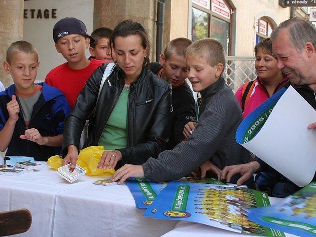 Druholigoví fotbalisté FC Vysočina rozdávali na autogramiádě své podpisy.