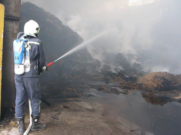 Škoda způsobená požárem přesáhla milion a půl.