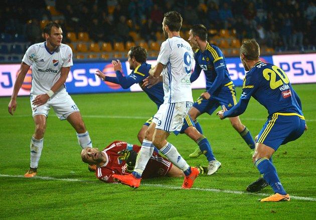 Zápas mezi FC Vysočina a Baníkem Ostrava.