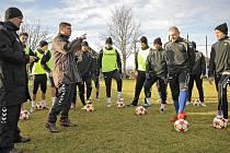 Jihlavští fotbalisté si remízou se Zbrojovkou mohou zajistit dva zápasy s prvoligovými celky. Postoupili by totiž do semifinále Tipsport ligy, které se o víkendu uskuteční v Berouně.