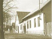 Bílý Kámen v dobách Československa. Bývalá hospoda, jejíž budova stojí ve vsi dodnes.